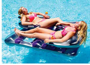 Face to Face pool lounger for two people