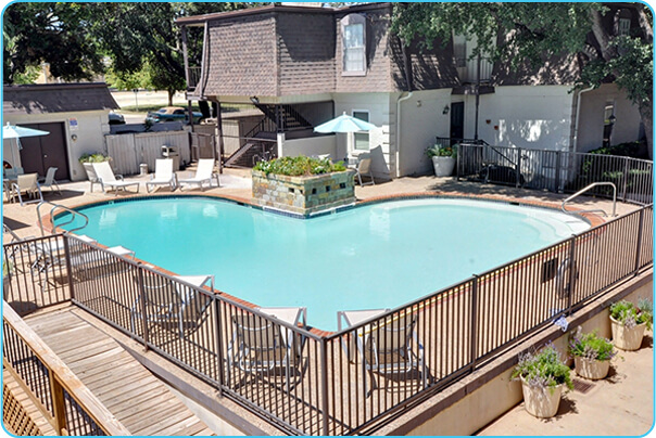 monticello-apts-heart-shaped-pool