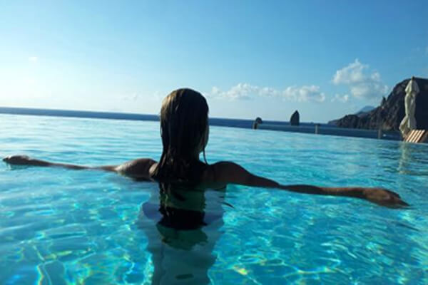 21 Of The World S Coolest Infinity Pools Intheswim Pool Blog