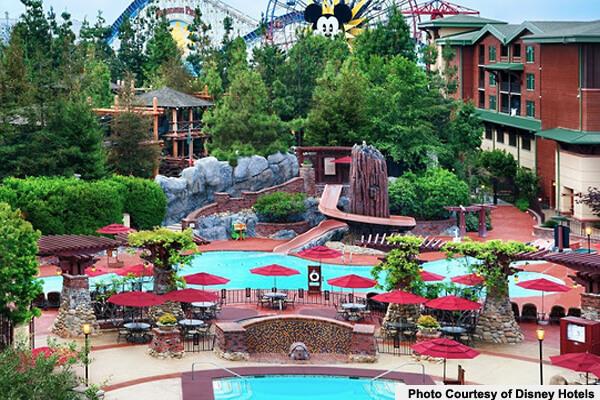 disneyland-hotel-pools-redwood-and-fountain