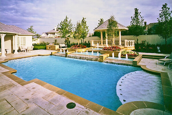 formal-pool-with-spa-and-fountains-Riverbend-Sandler-pools