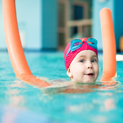 Small child with pool noodle, image by istockphoto