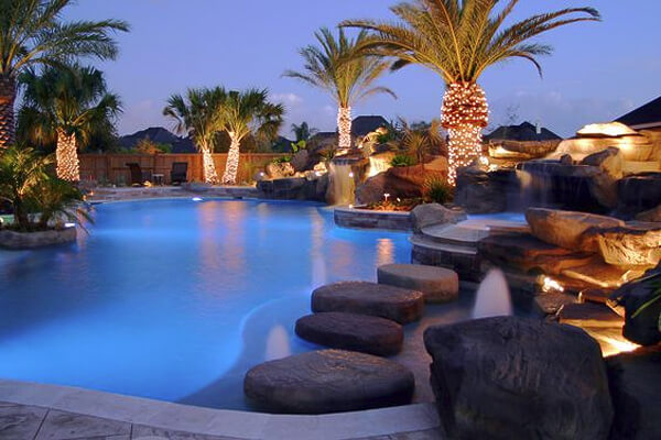 Amazing pools and backyards roselawnlutheran for Pool design katy tx