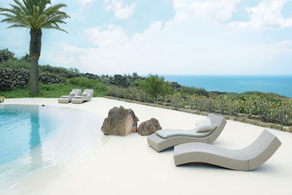 Wave lounge chair by Paola Lenti Pool Design Style: Beach
