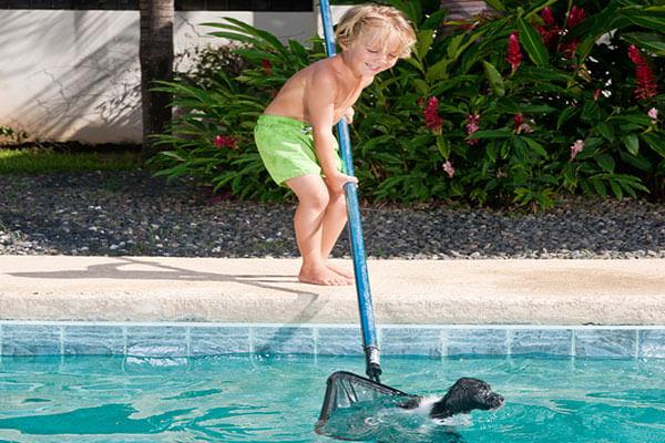 kid-cleaning-pool-istk