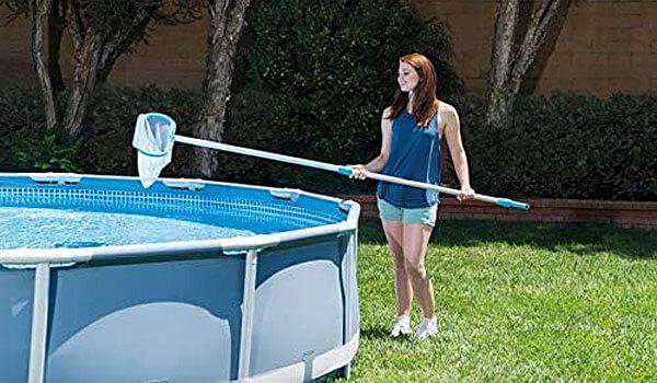 intex-pool-cleaning-with-Leaf-Rake