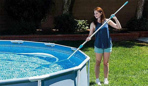 intex-pool-cleaning-with-vacuum-hose
